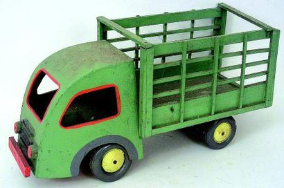 Camion fourragère de couleur vert et liserés...