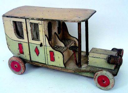 Conduite intérieure polychrome en bois avec...