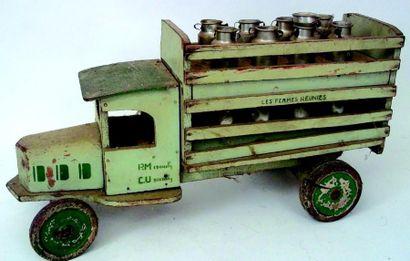 Camion vert en bois de transport de lait...