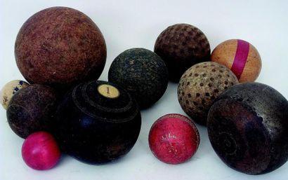 Ensemble de boules en bois de diverses tailles...