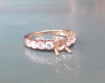 Monture de bague or gris 750°/00 (hibou), sertie de diamants taille brillant sur...