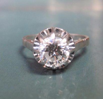 Bague en platine (tête de chien), sertie d 'un diamant taille brillant de 1.10 carat environ,  monté