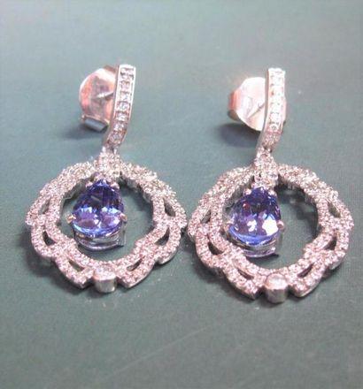 Paire de boucles d'oreilles en or gris 750°/00 (hibou), serties de diamants (1.20 carat environ) et