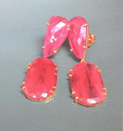 Paire de boucles d'oreilles en vermeil 925, serties  de rubis traités. 12.90 g