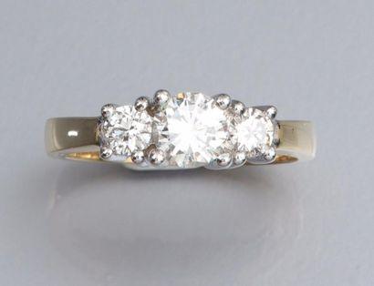 Bague en or deux tons 750°/00 (hibou) sertie de trois diamants taille brillant,...