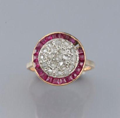 Bague ronde en or 750°/00 sertie de diamants...