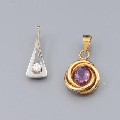 Deux pendentifs , l'un en or 750°/00 serti...