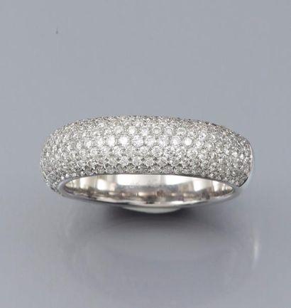 Bague en or gris 750°/00, sertie de diamants...