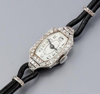 Petite montre à boitier en platine et or...