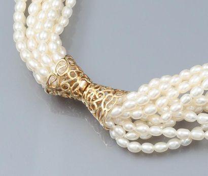 Collier tresse formé de 11 rangs de perles...