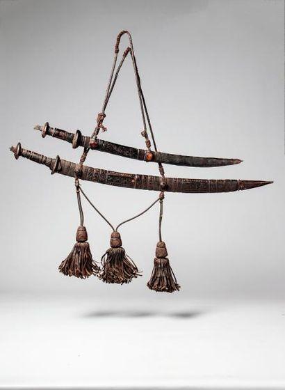MANDINGUE. Epée de cérémonie avec son fourreau...