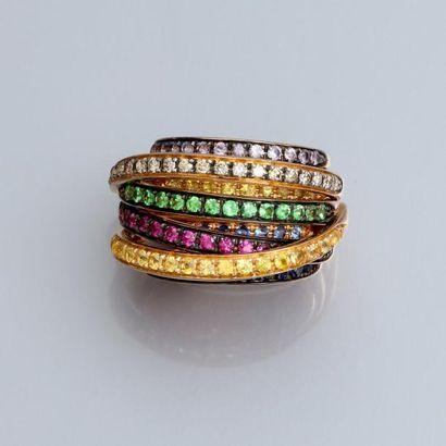 Bague bandeau en or jaune 750°/00 sertie de diamants bruns, de rubis, de grenats...