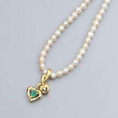 Collier de petites perles de culture, motifs...