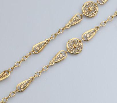 Long collier en or jaune 750°/00, à maillons...