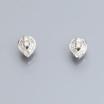 Paire de boucles d'oreilles en or gris 750°/00,...