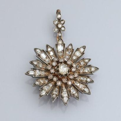 Pendentif en or 750°/00 et argent 800, formant une marguerite sertie de diamants...