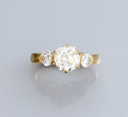 Bague en or jaune 750°/00, sertie d'un diamant taille brillant de 1.20 carat environ,...