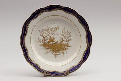 ARRAS Assiette en porcelaine tendre à décor...