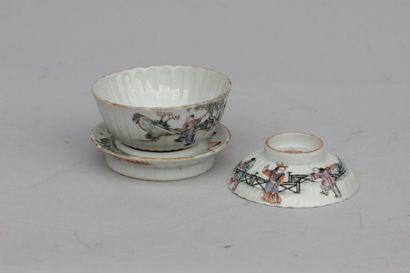 Petit bol à thé avec support et couvercle...