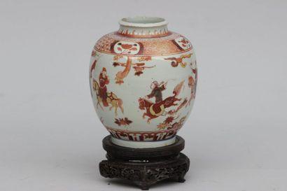 Petit vase de forme boule en porcelaine de...