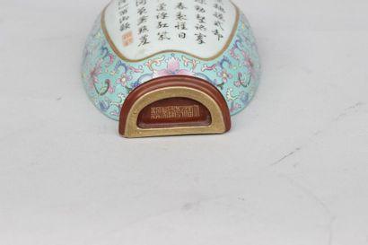 BOUQUETIERE EN forme de vase d'applique murale en porcelaine à fond turquoise à...
