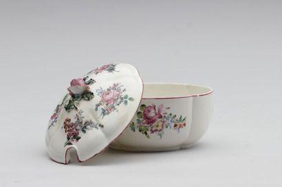 MENNECY Petit bouillon couvert en porcelaine...
