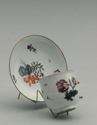 MEISSEN Tasse et sa sous-tasse en porcelaine...