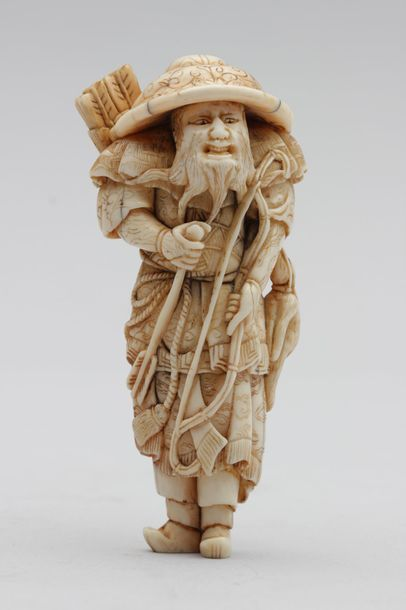 NETSUKE en ivoire représentant un grand archer...