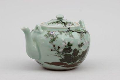 VERSEUSE couverte en porcelaine à décor floral...