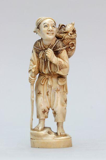 OKIMONO en ivoire représentant un bûcheron...