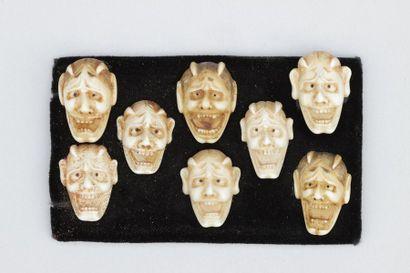 Ensemble de huit petit masques en ivoire du théâtre No , japon , Meiji 1900