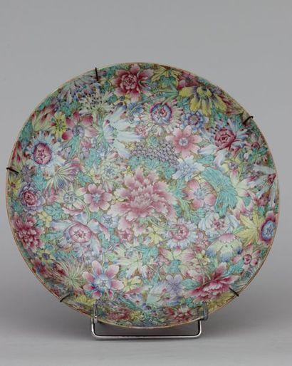Plat creux en porcelaine à décor dit