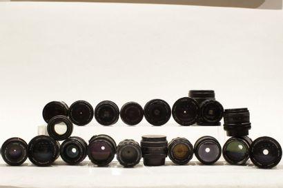 OBJECTIFS, ensemble de vingt objectifs divers : un Sigma 2.8/28, un Foca 2.8/28,...