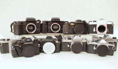 PENTAX, ensemble de dix appareils sans objectif....