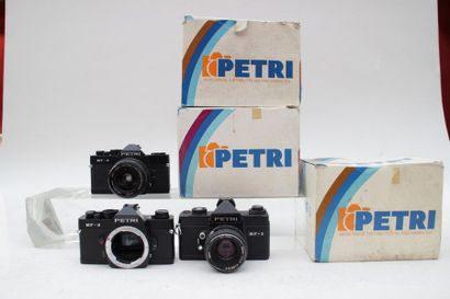 PETRI, ensemble de six appareils. Boitier...