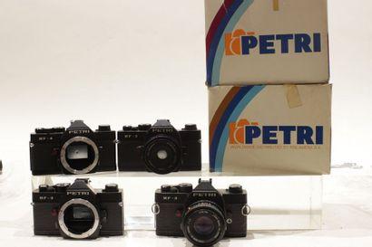 PETRI, ensemble de six appareils. Deux boitiers...