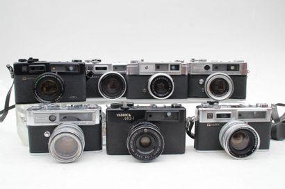 YASHICA, ensemble de sept appareils. Deux...