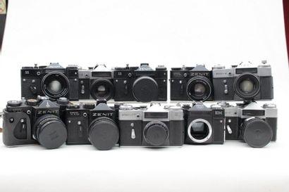 ZENIT, ensemble de dix appareils. Quatre...