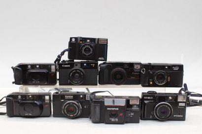 COMPACT, ensemble de vingt appareils de diverses marques : Canon, Carena, Fujica,...