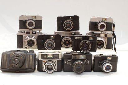 DIVERS, ensemble de douze appareils de marques...