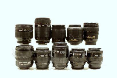 NIKON, ensemble de dix objectifs. Trois Nikon...