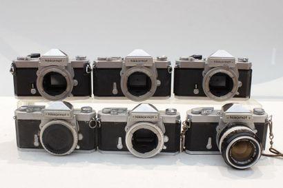 NIKON, ensemble de six appareils. Deux boitiers...