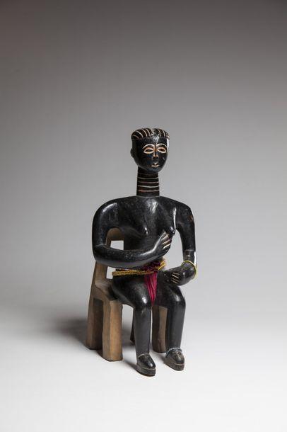 KOULANGO, Côte d'Ivoire  Statue féminine...