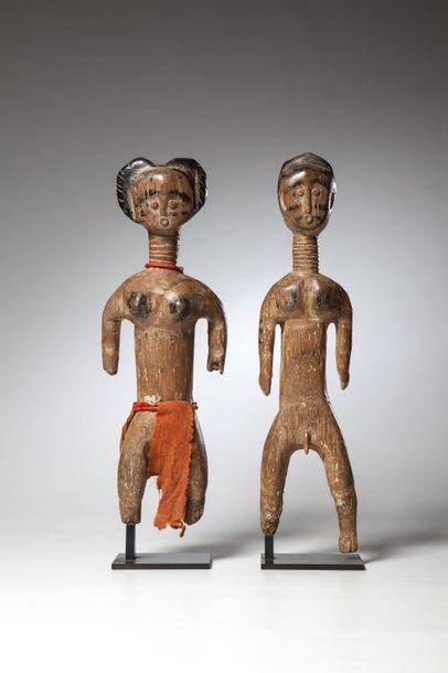 FANTI, Ghana  Couple de statues en bois clair...