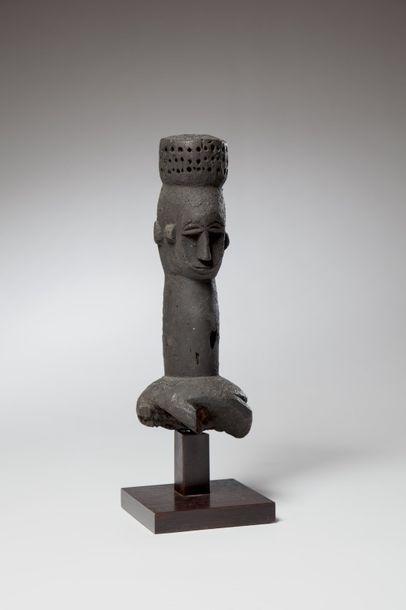 EKET, Nigéria  Très ancien cimier de danse...