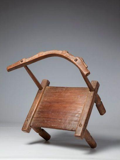 GOURO, Côte d'Ivoire  Belle chaise de dignitaire...
