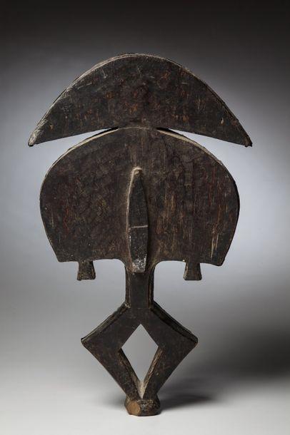 "Kota , Gabon  Figure de reliquaire Kota Obomba ""Mbulu-Ngulu » constitué de plaques..."
