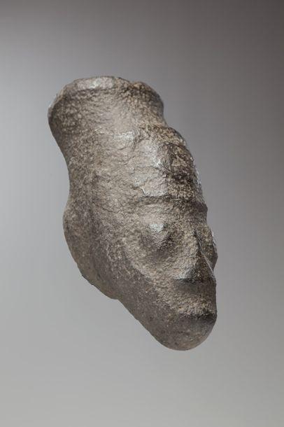 IKOM, Nigéria  Cette rare tête en pierre...