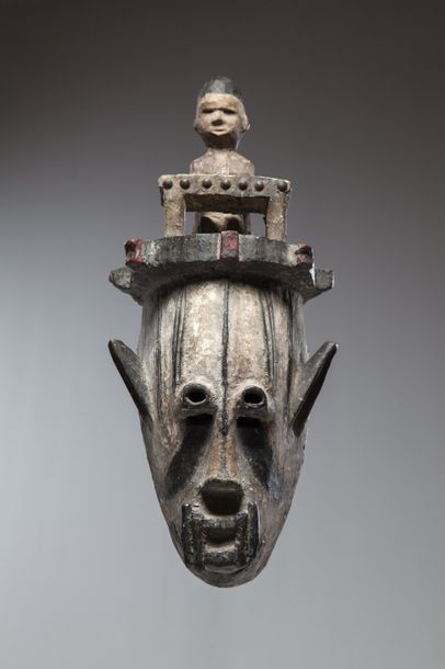 URHOBO, Nigéria  Masque