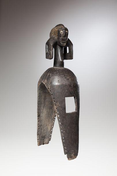MOUMOUYE, Nigéria  Cimier de danse anthropomorphe...